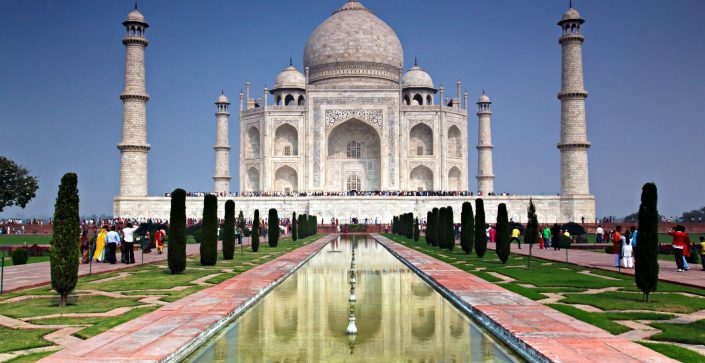 An immense mausoleum of white marble, built between 1631 and 1648 by order of the Mughal Emperor Shah Jahan in memory of his favorite wife. The jewel of Muslim art in India and one of the universally admired masterpieces of the world's heritage.
